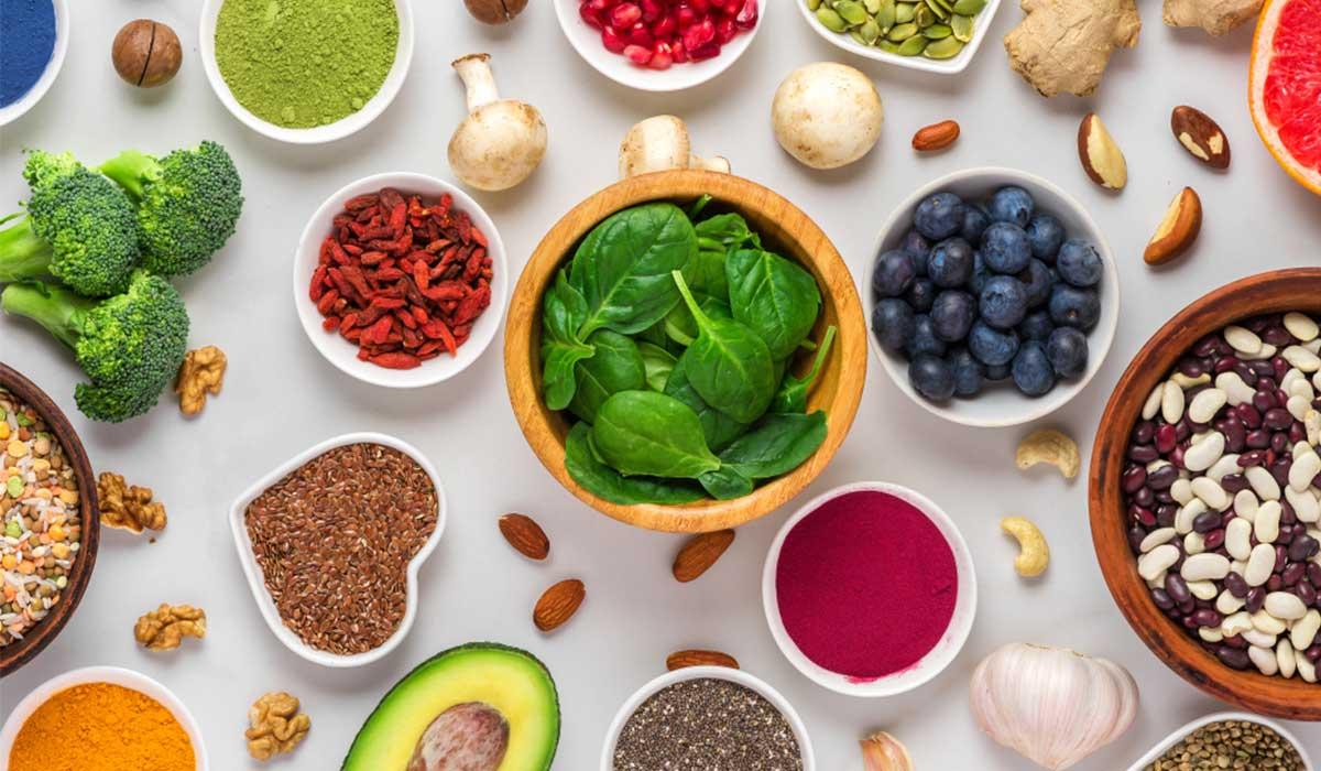 علاج طبيعي لتساقط الشعر .. أطعمة يجب تناولها